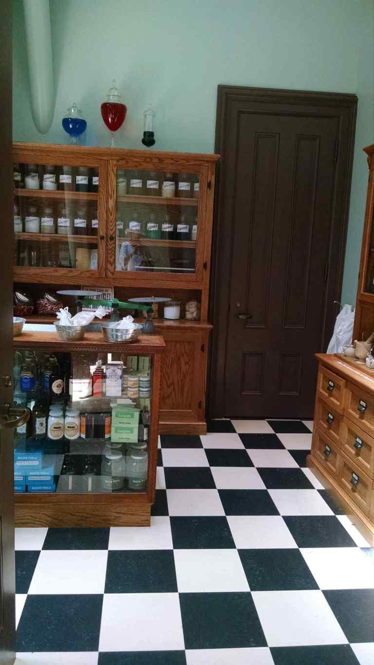 pharmacy_lr
